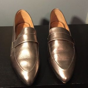Size 9 Halogen leather loafers.